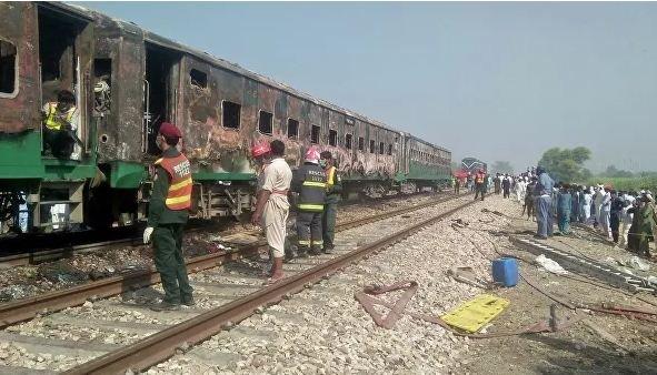В Пакистане число погибших при пожаре в поезде выросло до 62 человек