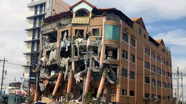 Дом президента Филиппин пошел трещинами из-за землетрясения