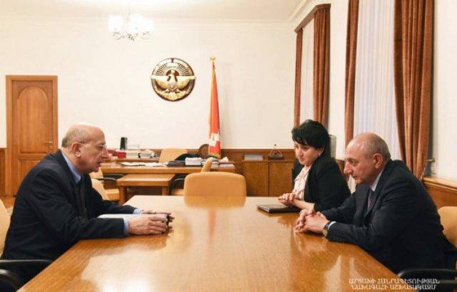 Бако Саакян принял секретаря Совета безопасности Армении