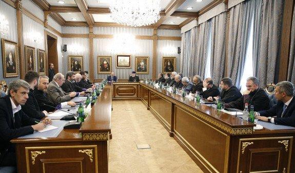 Пашинян посетил Первопрестольный Святой Эчмиадзин и рассказал о своей миссии