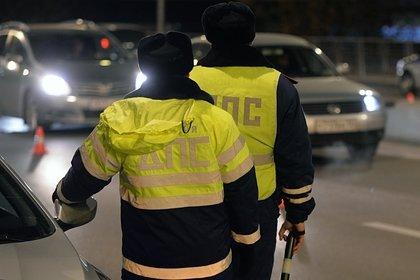 Автомобиль без водителя сбил россиянку с трехлетним ребенком
