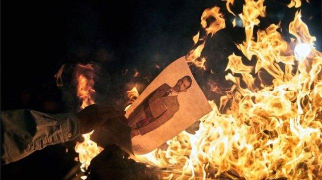 Протесты в Каталонии: в огонь бросают портреты короля Испании