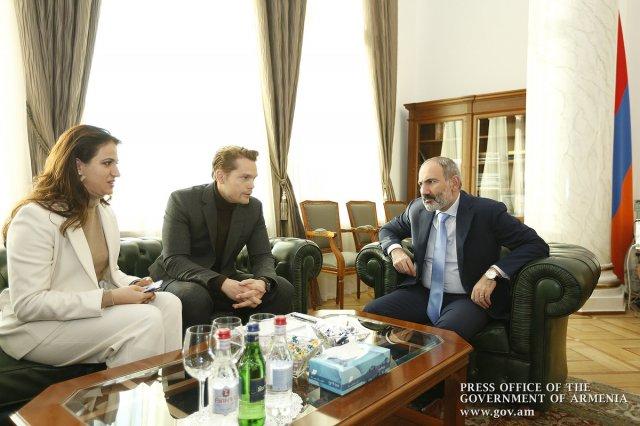 Премьер Армении Никол Пашинян принял сына легендарного шансонье Шарля Азнавура – Николя Азнавура