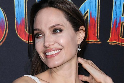 Анджелина Джоли решила уехать из США