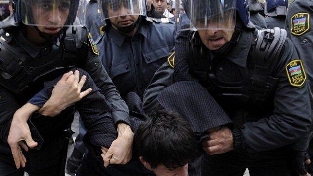 Азербайджанские правозащитники сообщили о 135 политзаключенных в стране