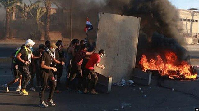 Десять человек погибли в охваченном антиправительственными демонстрациями Ираке