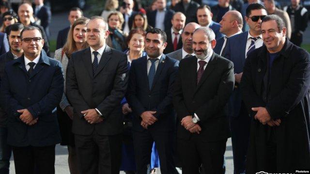 Пашинян присутствовал на церемонии открытия завода Ceramisia