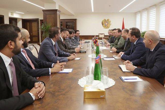 Глава Минобороны Армении обсудил вопросы сотрудничества с представителями эмиратского холдинга Tawazun