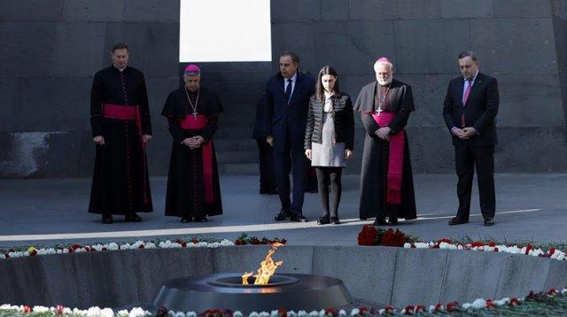 Секретарь Святого Престола по отношениям с государствами в Ереване почтил память жертв Геноцида армян