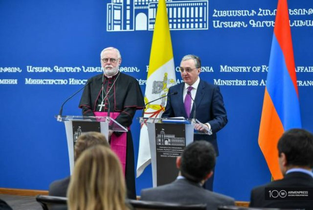 Зограб Мнацаканян и Пол Ричард Галлахер обсудили отношения Армении и Святого Престола