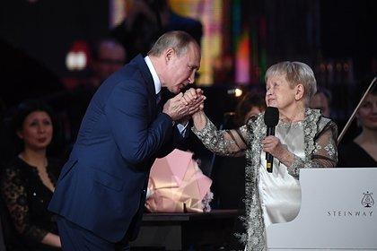Путин наградил Александру Пахмутову высшим орденом России