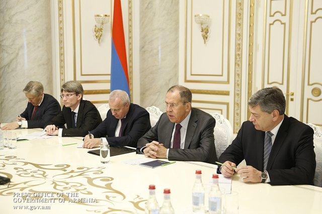 Сергей Лавров поздравил Пашиняна с эффективным председательством Армении в ЕАЭС