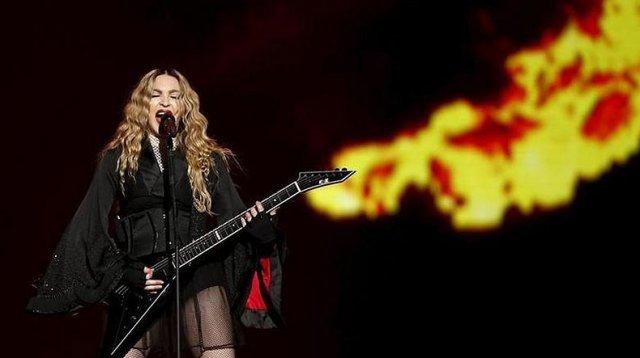На Мадонну подали в суд за то, что она перенесла время начала концерта