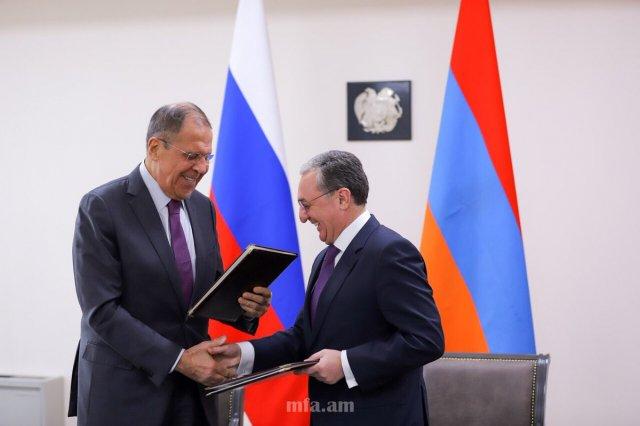 Глава МИД Армении Зограб Мнацаканян назвал визит Сергея Лаврова в Ереван продуктивным