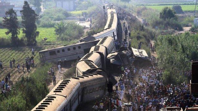 Число погибших при столкновении двух поездов в Бангладеш достигло 16