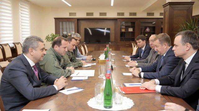 Министр обороны Армении Давид Тоноян принял главу Росимущества Вадима Яковенко