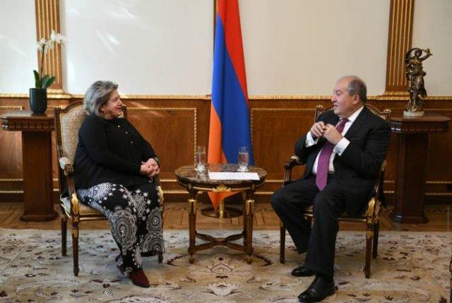 Армен Саркисян провел прощальную встречу с послом Греции в Армении