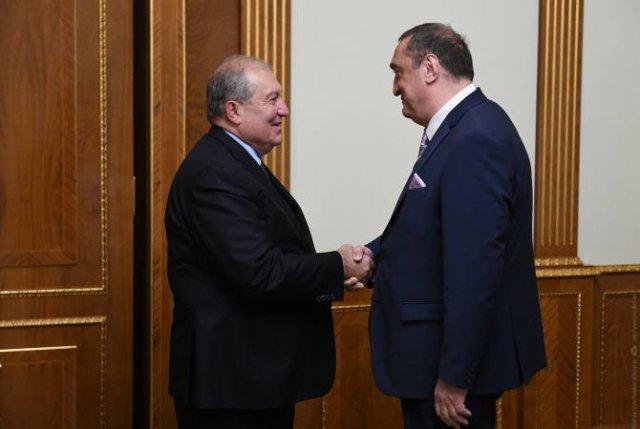 Президент Армении принял председателя Фонда сотрудничества Грузии Давида Саганелидзе
