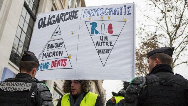 В Париже свыше 20 станций закрыты из-за акций «желтых жилетов»