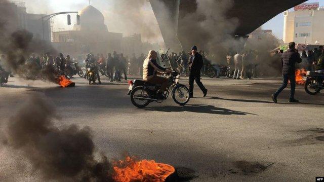 В Иране на фоне протестов отключены интернет и мобильная связь