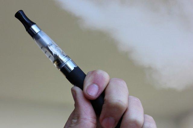 Эксперт рассказал об опасности электронных сигарет