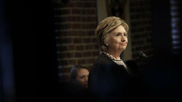 CNN: самолет с Клинтон на борту совершил экстренную посадку в Нью-Йорке
