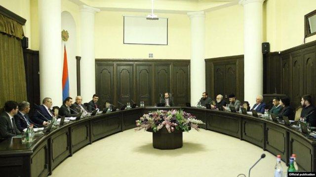 В правительстве обсуждены вопросы отношений между государством и церковью