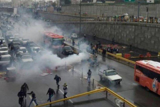 В ходе беспорядков в Иране погибли несколько правоохранителей