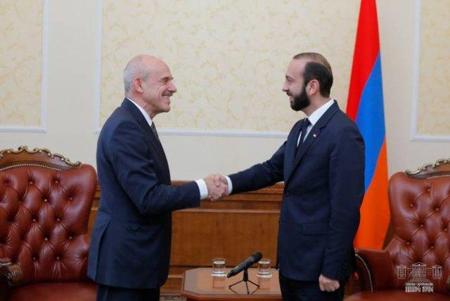 Председатель НС Армении принял посла ФРГ Михаэля Банцхафа