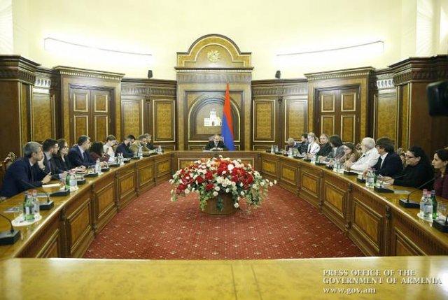 Премьер-министр провел встречу с представителями ведущих российских СМИ