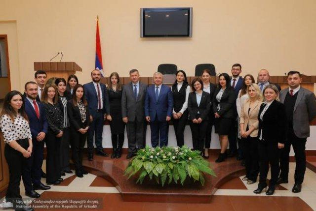 В парламенте Арцаха приняли младших дипломатов Армении