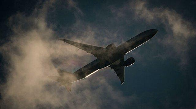 Boeing с пылающим двигателем пролетел над Лос-Анджелесом