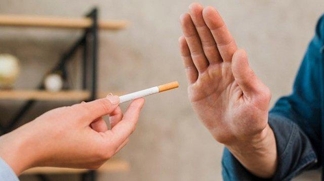 Диетолог назвала причину набора веса при отказе от курения