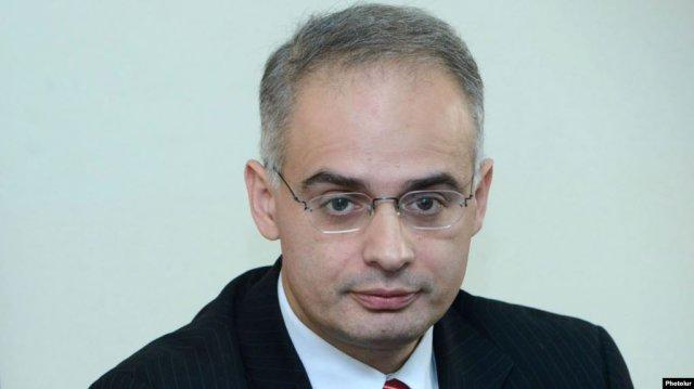 Содействуя Левону Тер-Петросяну в 2007-2012 гг, Никол Пашинян продемонстрировал отсутствие принципов