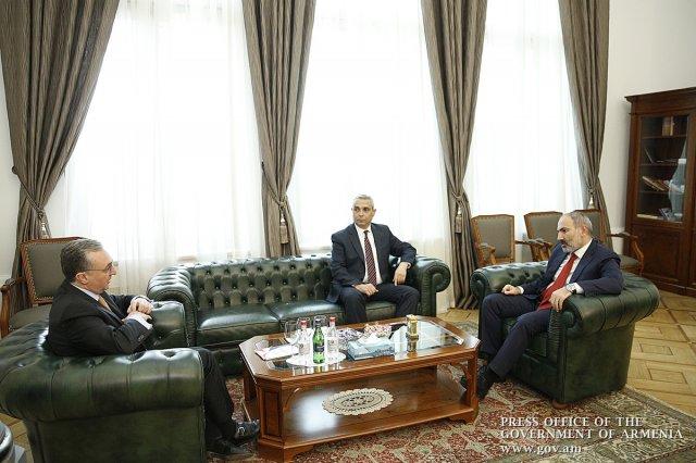 Никол Пашинян встретился с главами МИД Армении и Арцаха