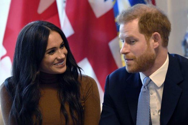 Принц Гарри и Меган Маркл решили сложить королевские полномочия