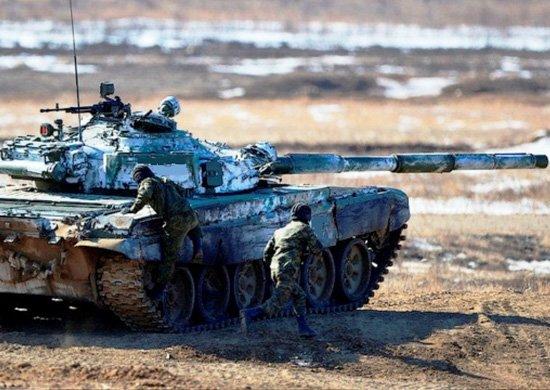 На российской военной базе в Армении началась подготовка экипажей Т-72Б к «танковым дуэлям»