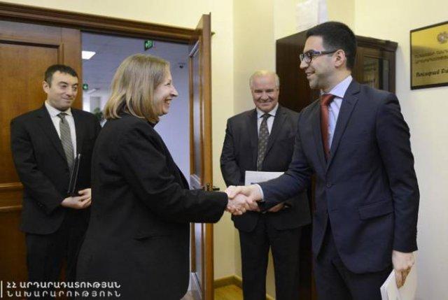 Рустам Бадасян с послом США обсудил реформы в антикоррупционной сфере и в Полиции