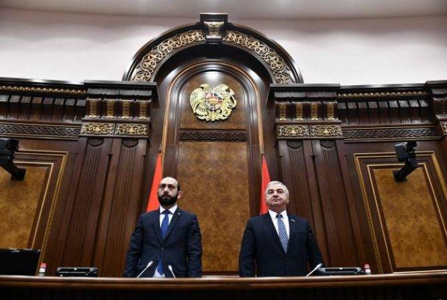 Депутаты Армении и Арцаха минутой молчания почтили память жертв погромов в Баку