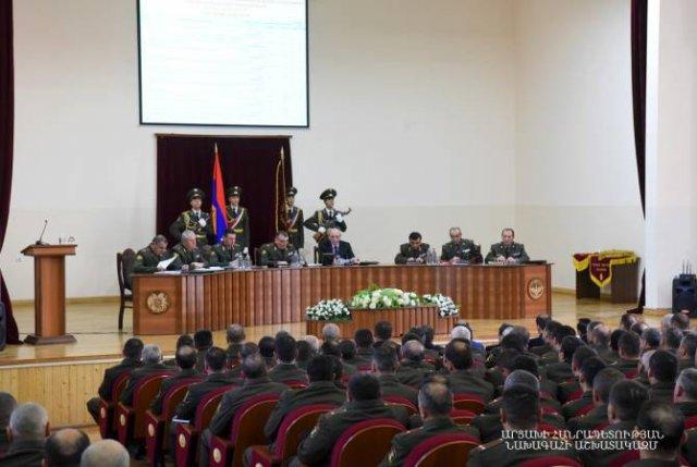 Бако Саакян принял участие в заседании военного совета Армии обороны