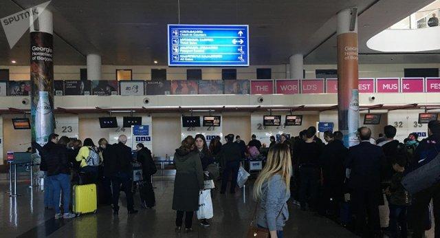 В аэропорту Тбилиси проверяют пассажиров на коронавирус