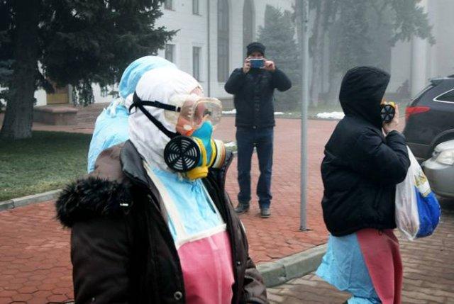 Немецкий эксперт предупредил, что маска не спасет от коронавируса