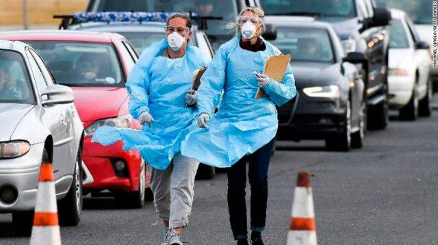 С песнями на крышах и тряпками в руках: народное сопротивление коронавирусу