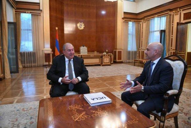 Армен Саркисян провел телефонный разговор с доктором Эриком Эсраиляном