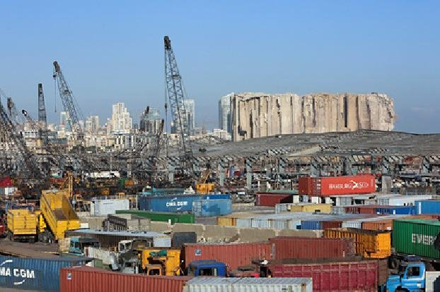 В порту Бейрута нашли 20 контейнеров с опасными химикатами