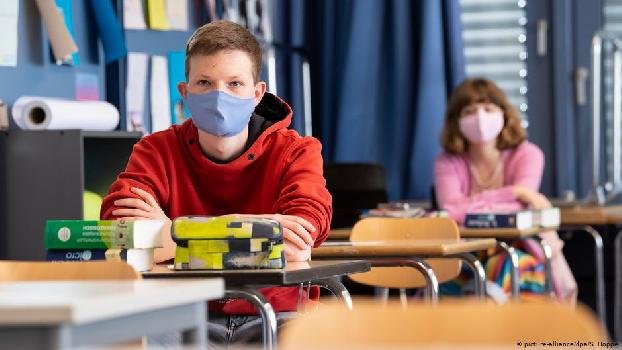 В Германии из школ начнут исключать за неношение масок