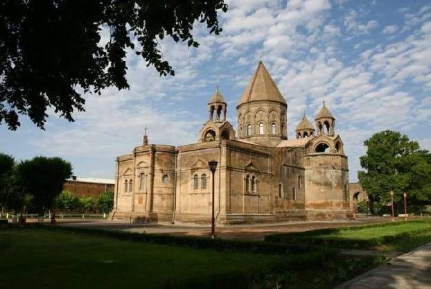 Католикос и министр НОКС обсудили предложения церкви относительно реформ в общем образовании