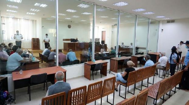 Суд частично снял арест с имущества второго президента РА Роберта Кочаряна