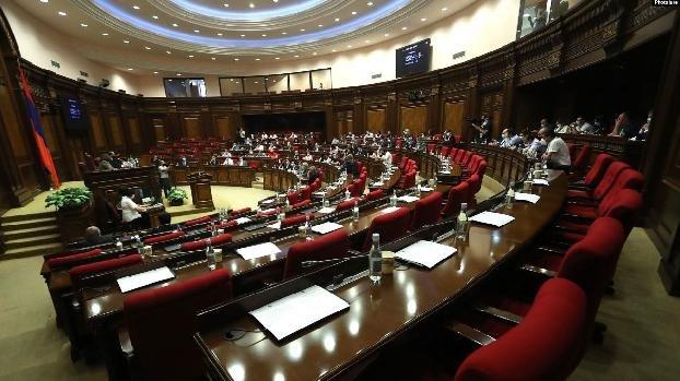 Парламент Армении принял заявление, осуждающее развязанную Азербайджанoм военную агрессию против Карабаха