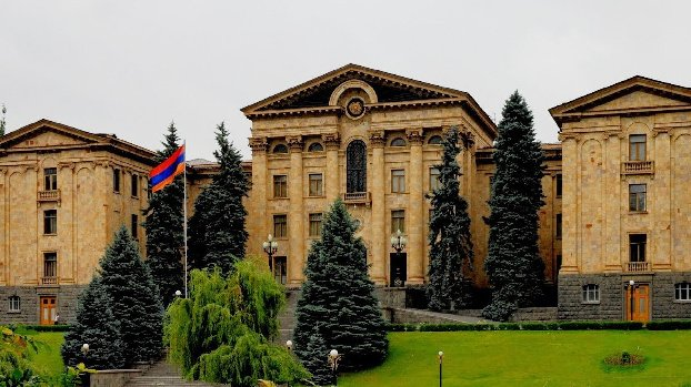 В парламенте Армении началась потасовка во время выступления Пашиняна